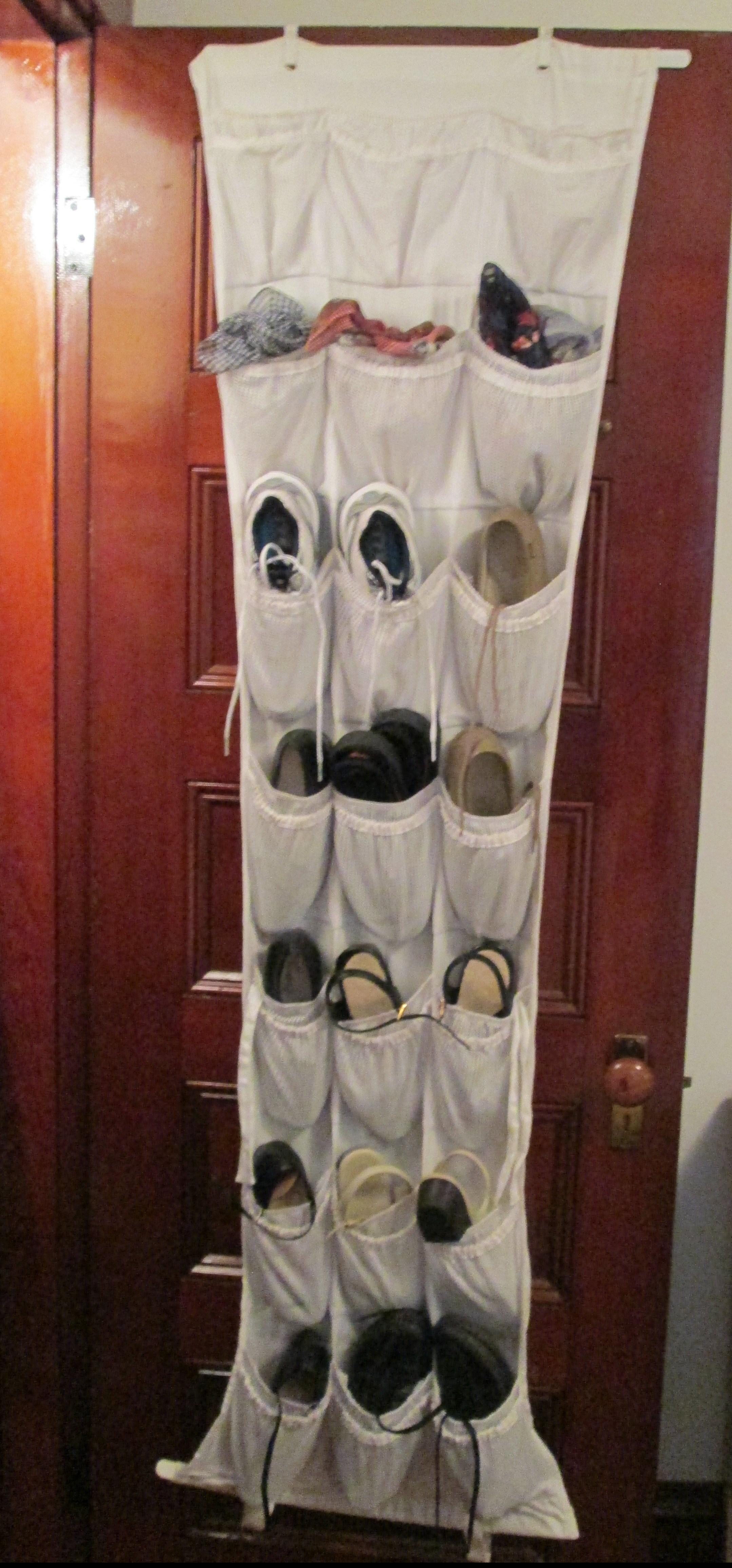 Hanging shoe holder